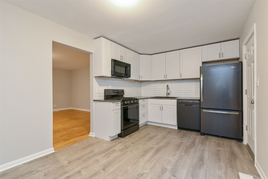 Real Estate Photography - 6140 N Winthrop, Unit D, Chicago, IL, 60660 - Kitchen