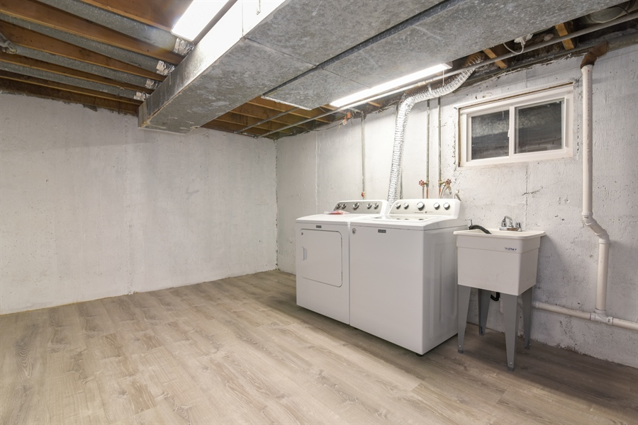 Real Estate Photography - 6140 N Winthrop, Unit D, Chicago, IL, 60660 - Laundry Room