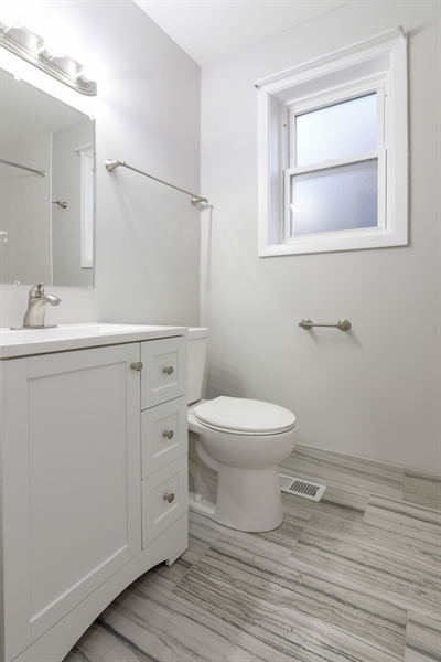 Real Estate Photography - 6140 N Winthrop, Unit D, Chicago, IL, 60660 - Bathroom