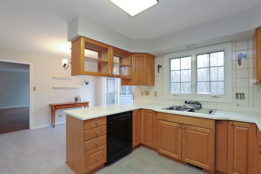 Real Estate Photography - 217 ascot ct, Lake bluff, IL, 60044 - Kitchen / Breakfast Room