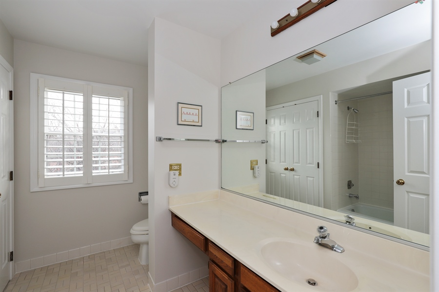 Real Estate Photography - 217 ascot ct, Lake bluff, IL, 60044 - Bathroom