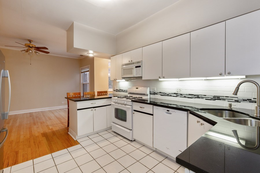 Real Estate Photography - 652 Aldine, #2, Chicago, IL, 60657 - Kitchen