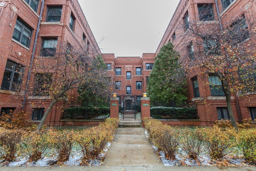 Real Estate Photography - 652 Aldine, #2, Chicago, IL, 60657 - Front View