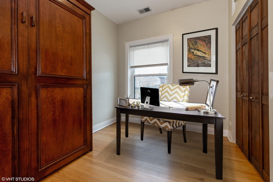 Real Estate Photography - 652 Aldine, #2, Chicago, IL, 60657 - 2nd Bedroom