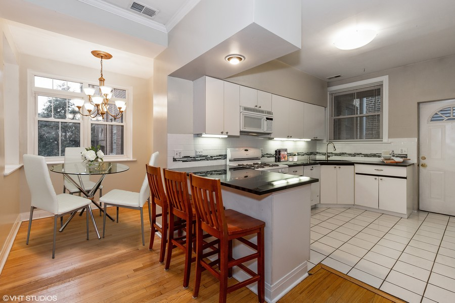 Real Estate Photography - 652 Aldine, #2, Chicago, IL, 60657 - Kitchen/Dining