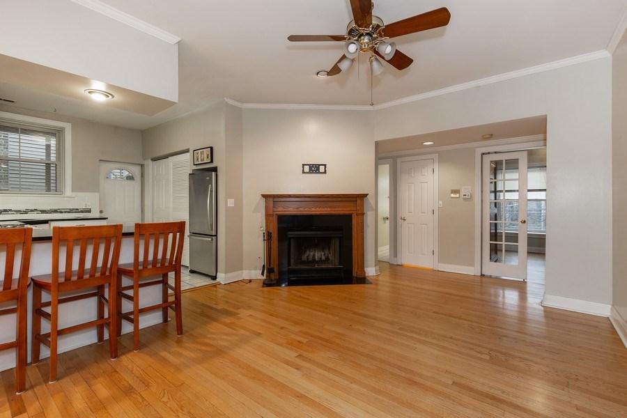 Real Estate Photography - 652 Aldine, #2, Chicago, IL, 60657 - Kitchen/Living