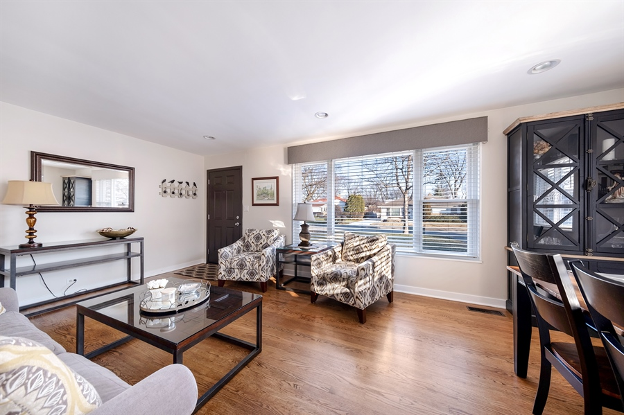 Real Estate Photography - 848 Meadowlark, Glenview, IL, 60025 - Living Room
