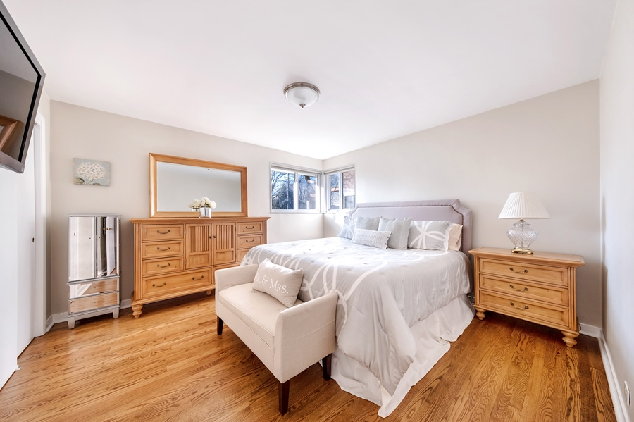 Real Estate Photography - 848 Meadowlark, Glenview, IL, 60025 - Master Bedroom