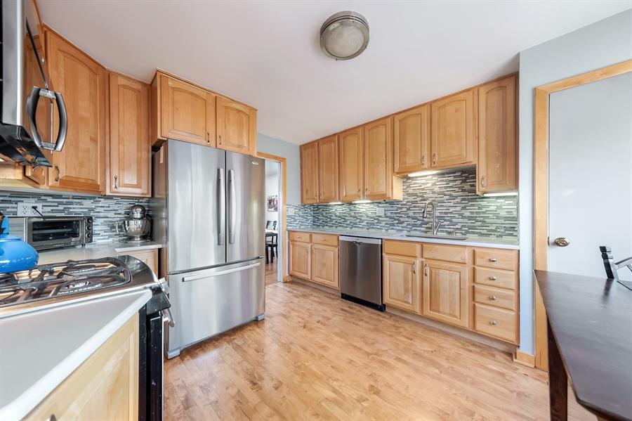 Real Estate Photography - 848 Meadowlark, Glenview, IL, 60025 - Kitchen