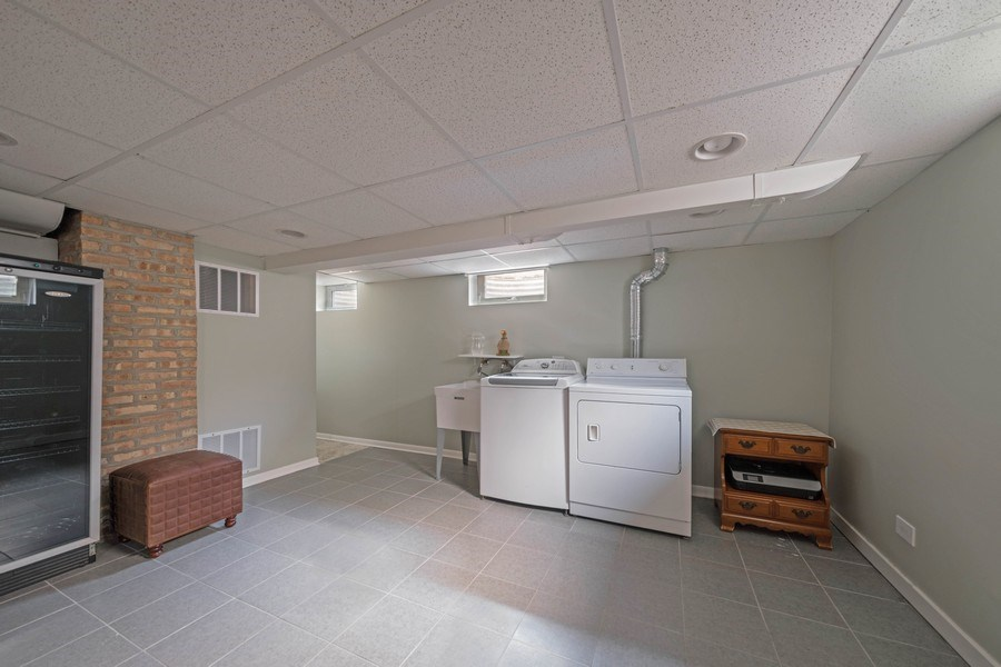 Real Estate Photography - 848 Meadowlark, Glenview, IL, 60025 - Laundry Room