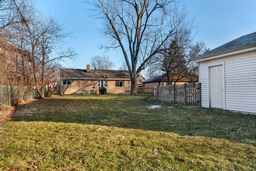 Real Estate Photography - 848 Meadowlark, Glenview, IL, 60025 - Rear View