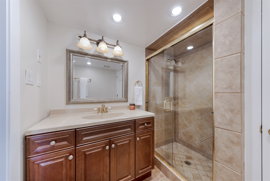 Real Estate Photography - 848 Meadowlark, Glenview, IL, 60025 - 2nd Bathroom