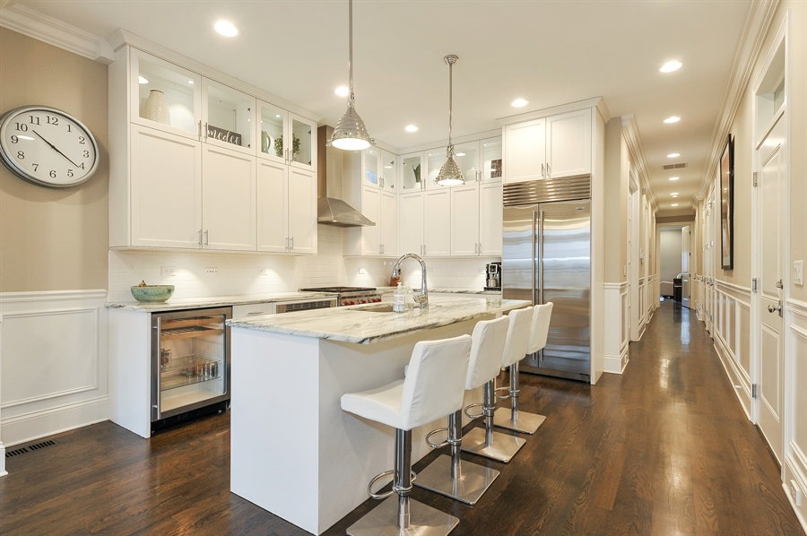 Real Estate Photography - 2769 N Kenmore Ave, Unit 2, Chicago, IL, 60614 - Kitchen / Breakfast Room
