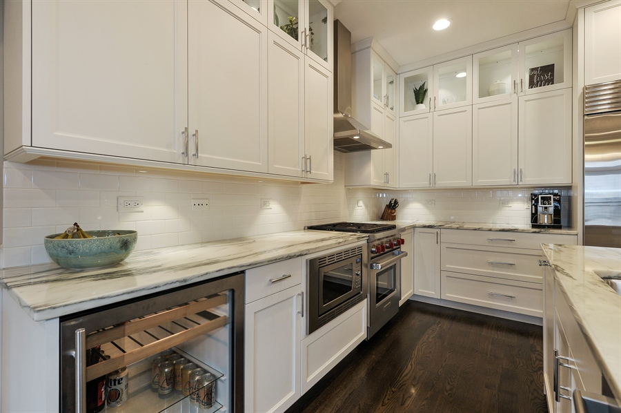 Real Estate Photography - 2769 N Kenmore Ave, Unit 2, Chicago, IL, 60614 - Kitchen