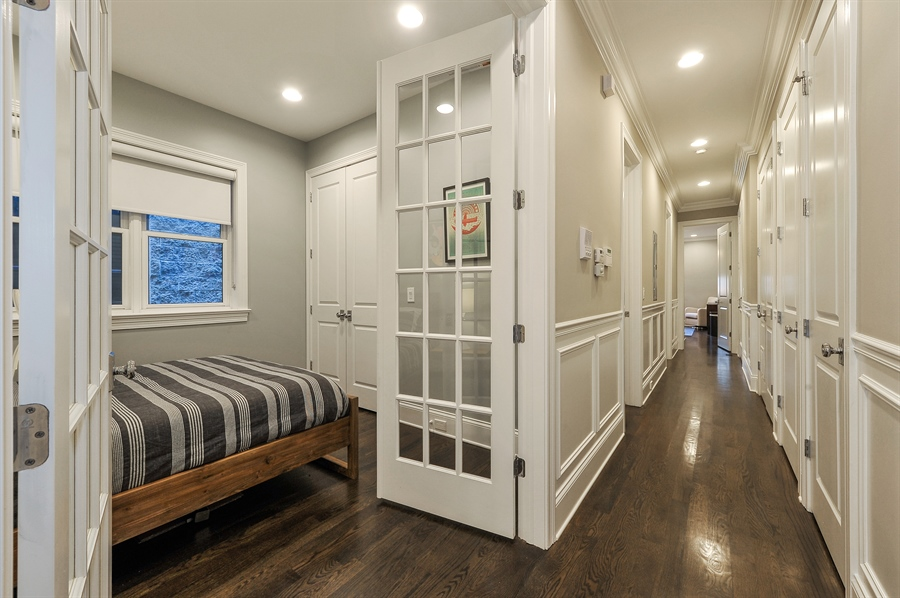 Real Estate Photography - 2769 N Kenmore Ave, Unit 2, Chicago, IL, 60614 - Hallway
