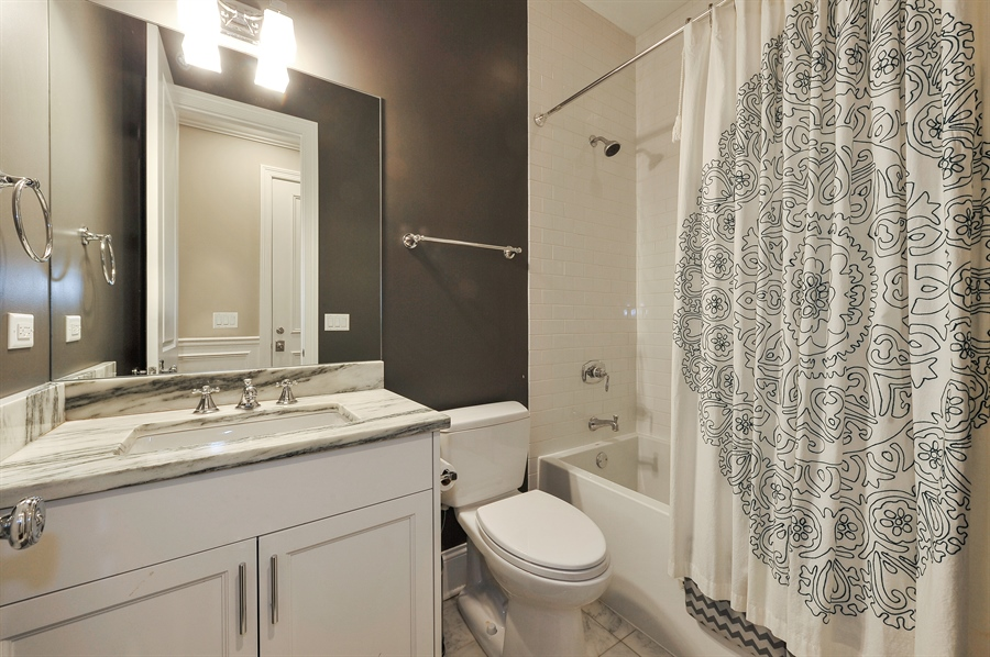 Real Estate Photography - 2769 N Kenmore Ave, Unit 2, Chicago, IL, 60614 - 2nd Bathroom