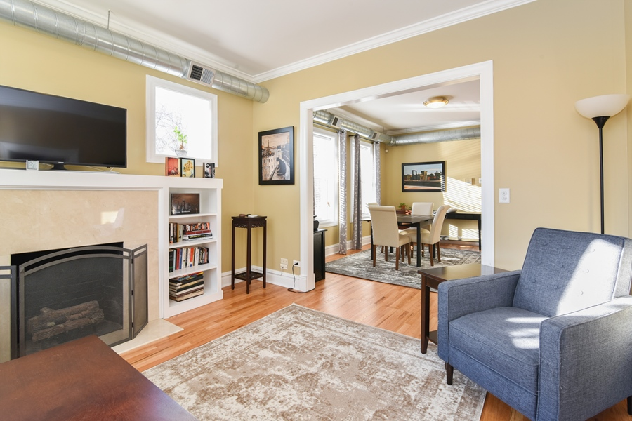 Real Estate Photography - 1606 W Carmen Ave, 1E, Chicago, IL, 60640 - Living Room