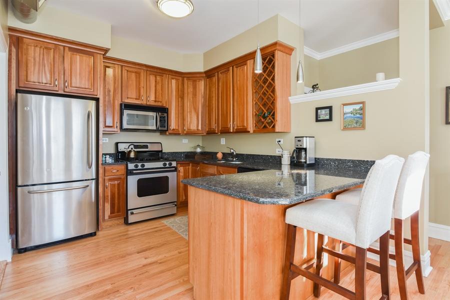 Real Estate Photography - 1606 W Carmen Ave, 1E, Chicago, IL, 60640 - Kitchen