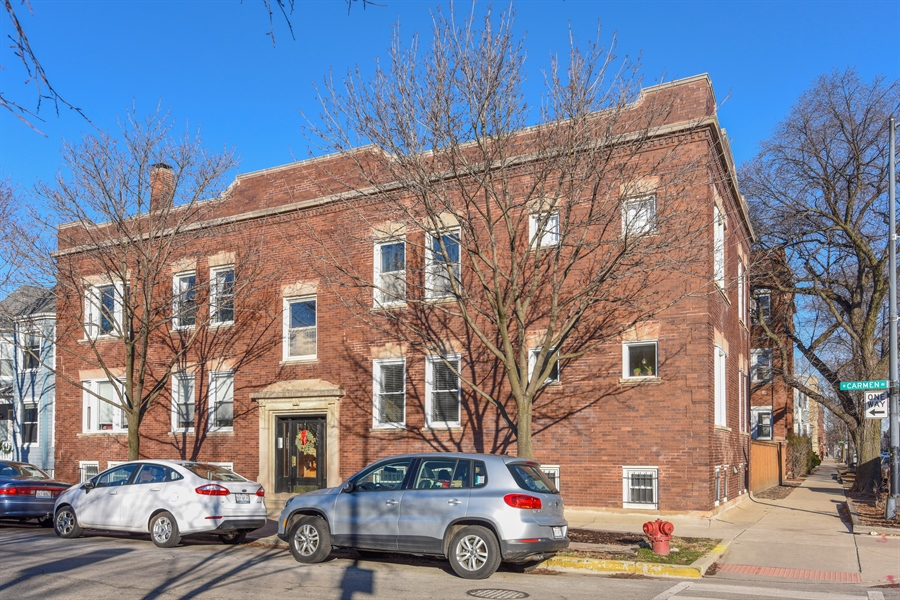 Real Estate Photography - 1606 W Carmen Ave, 1E, Chicago, IL, 60640 - Front View