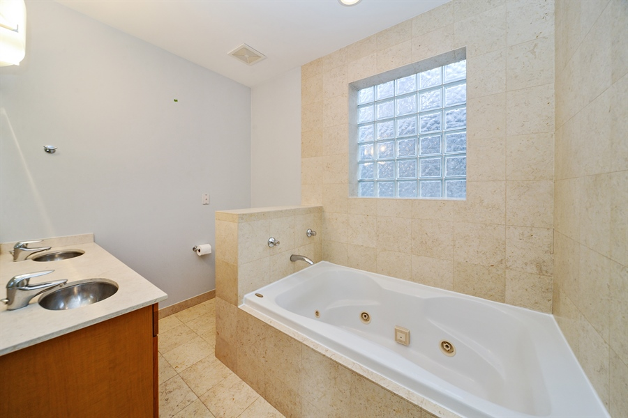 Real Estate Photography - 1101 N. Hermitage, 1R, chicago, IL, 60622 - Master Bathroom