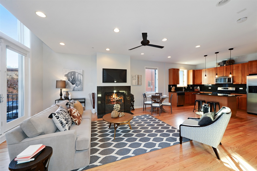 Real Estate Photography - 1101 N. Hermitage, 1R, chicago, IL, 60622 - Living Room