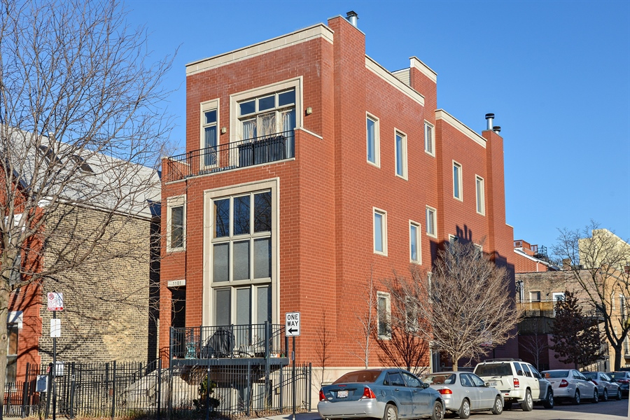 Real Estate Photography - 1101 N. Hermitage, 1R, chicago, IL, 60622 - Front View