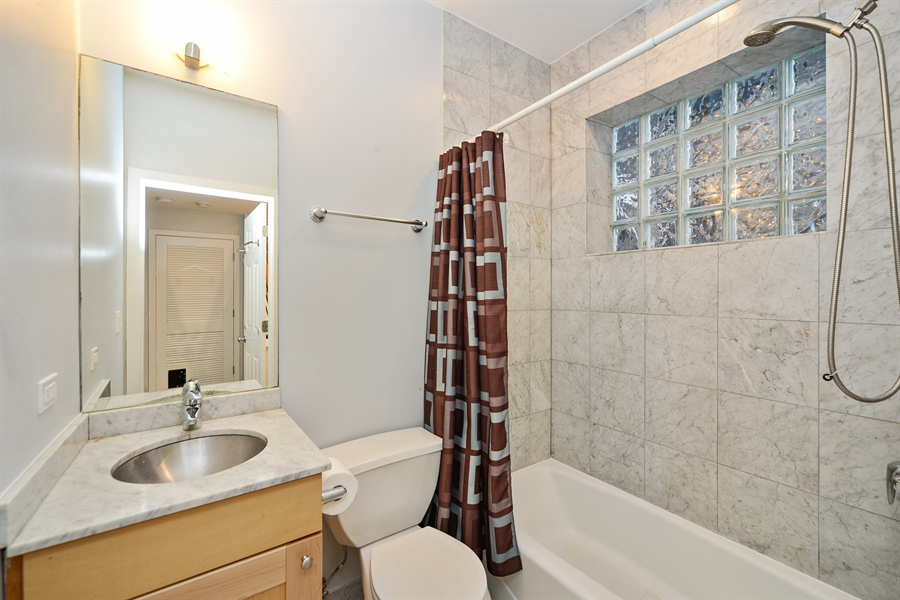 Real Estate Photography - 1101 N. Hermitage, 1R, chicago, IL, 60622 - Second Bath