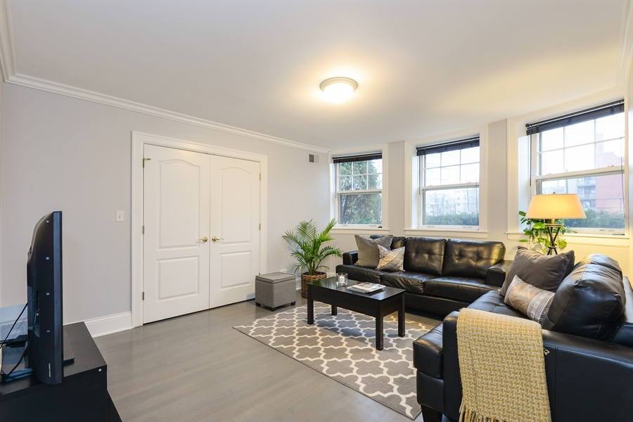 Real Estate Photography - 240 Lee St, G, Evanston, IL, 60202 - Living Room