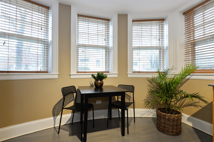 Real Estate Photography - 240 Lee St, G, Evanston, IL, 60202 - Breakfast Area