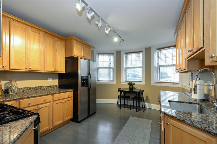 Real Estate Photography - 240 Lee St, G, Evanston, IL, 60202 - Kitchen