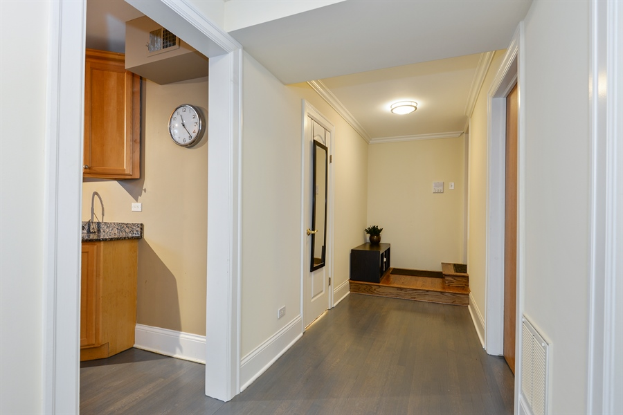 Real Estate Photography - 240 Lee St, G, Evanston, IL, 60202 - Hallway