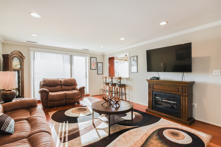 Real Estate Photography - 6400 N Cicero Ave, 315, Lincolnwood, IL, 60712 - Living Room