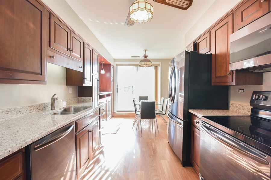 Real Estate Photography - 6400 N Cicero Ave, 315, Lincolnwood, IL, 60712 - Kitchen