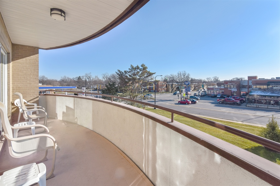 Real Estate Photography - 6400 N Cicero Ave, 315, Lincolnwood, IL, 60712 - Balcony