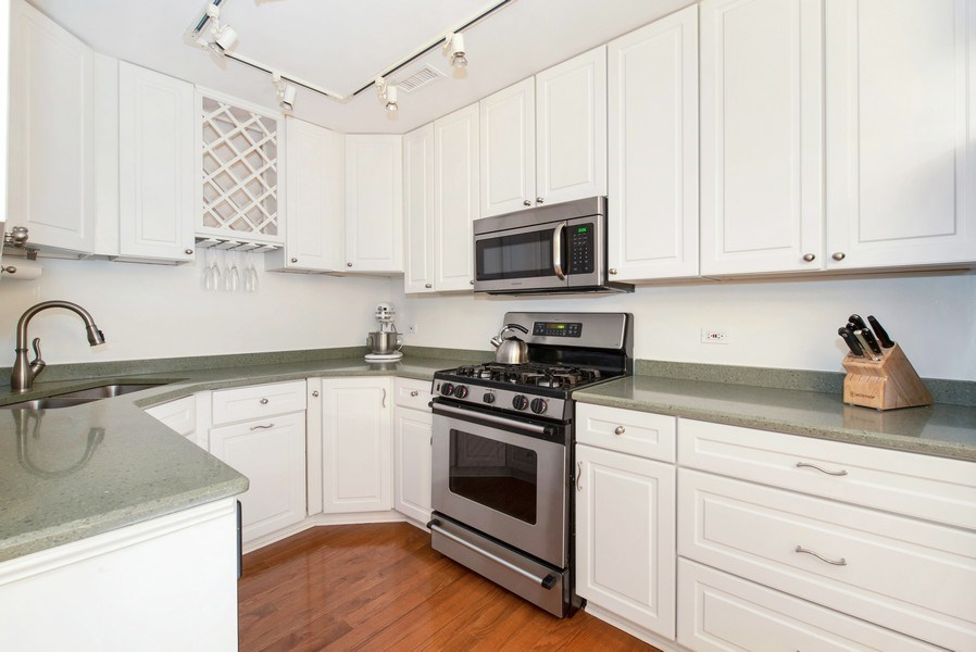 Real Estate Photography - 2129 N Magnolia, Unit A, Chicago, IL, 60614 - Kitchen