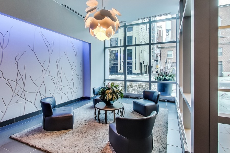 Real Estate Photography - 110 W Superior, 2501, Chicago, IL, 60654 - Lobby