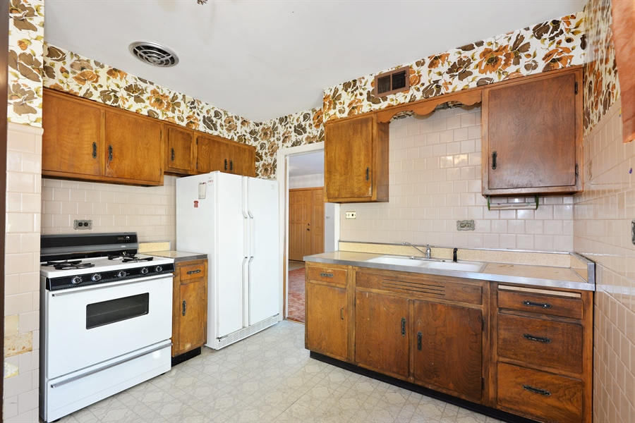 Real Estate Photography - 8427 Central Park Ave, Skokie, IL, 60076 - Kitchen