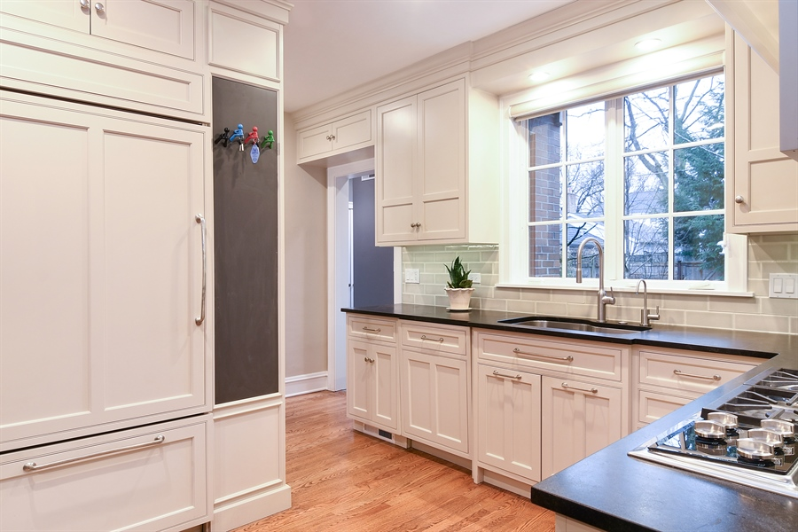 Real Estate Photography - 1935 Thornwood Ave, Wilmette, IL, 60091 - Kitchen