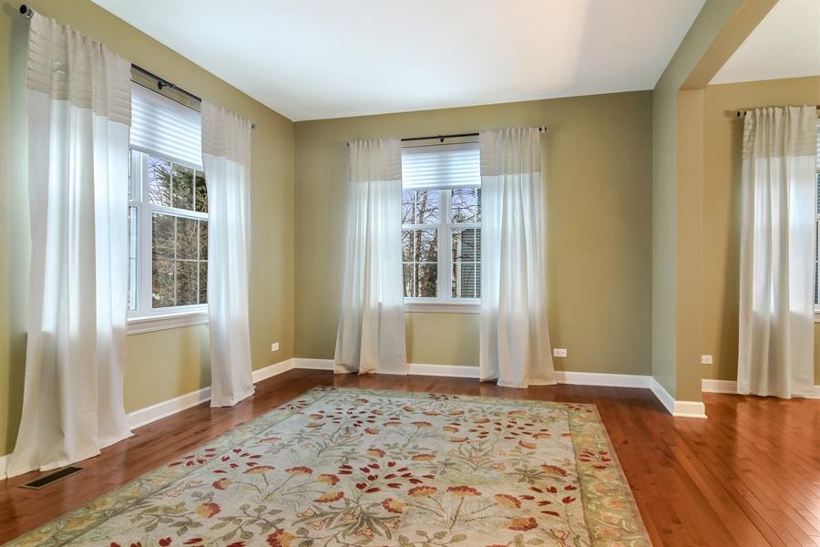 Real Estate Photography - 2360 Stonybrook, Wauconda, IL, 60084 - Living Room