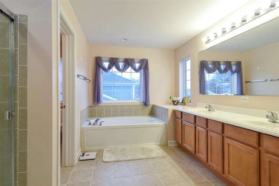 Real Estate Photography - 2360 Stonybrook, Wauconda, IL, 60084 - Master Bathroom
