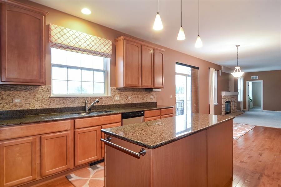 Real Estate Photography - 2360 Stonybrook, Wauconda, IL, 60084 - Kitchen