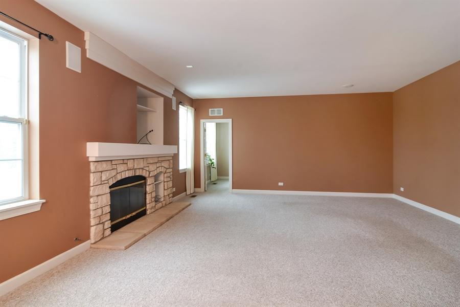 Real Estate Photography - 2360 Stonybrook, Wauconda, IL, 60084 - Family Room