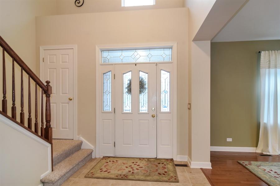Real Estate Photography - 2360 Stonybrook, Wauconda, IL, 60084 - Foyer