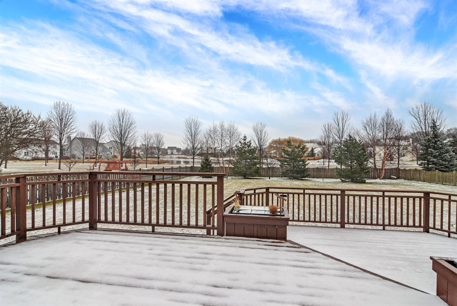 Real Estate Photography - 2360 Stonybrook, Wauconda, IL, 60084 - Deck
