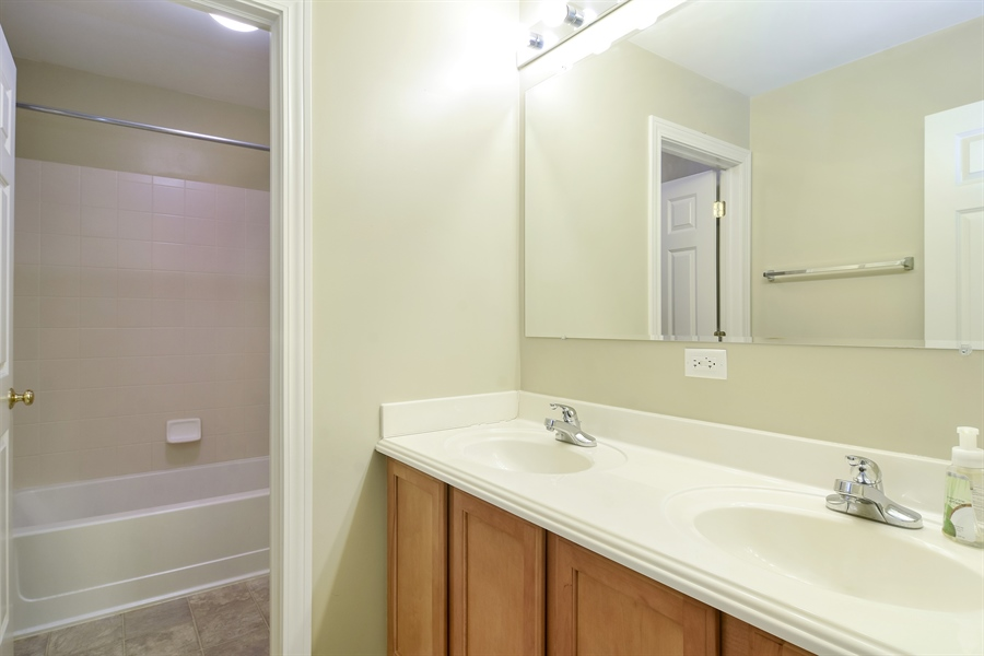 Real Estate Photography - 2360 Stonybrook, Wauconda, IL, 60084 - 2nd Bathroom