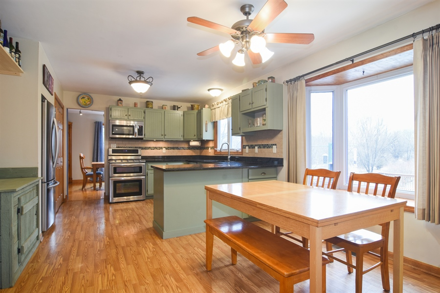 Real Estate Photography - 40W982 Creekwood, Elgin, IL, 60124 - Kitchen / Breakfast Room