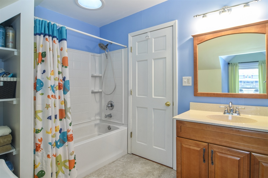 Real Estate Photography - 40W982 Creekwood, Elgin, IL, 60124 - Bathroom