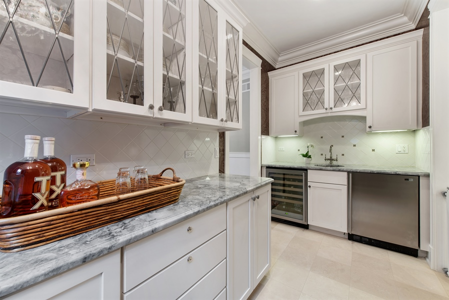 Real Estate Photography - 1301 Chestnut Avenue, Wilmette, IL, 60091 - Butler's pantry