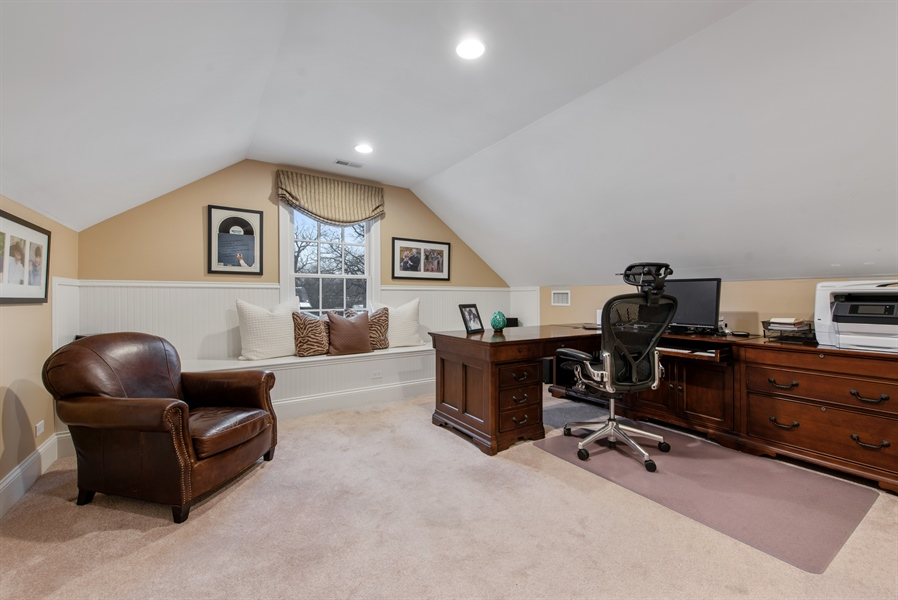 Real Estate Photography - 1301 Chestnut Avenue, Wilmette, IL, 60091 - 3rd Floor Office