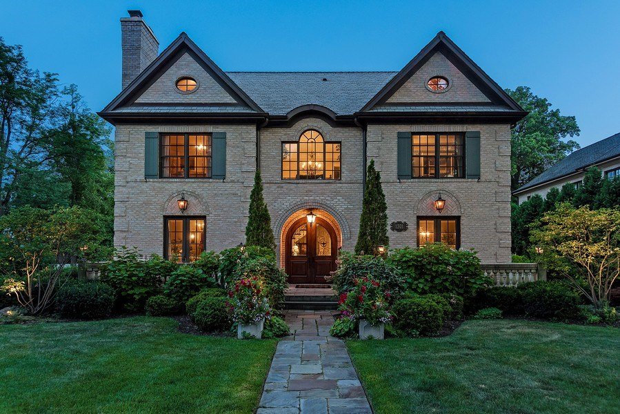 Real Estate Photography - 1301 Chestnut Avenue, Wilmette, IL, 60091 - Front View